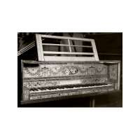 Piano by Linke