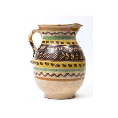 Pitcher with Dry String Design